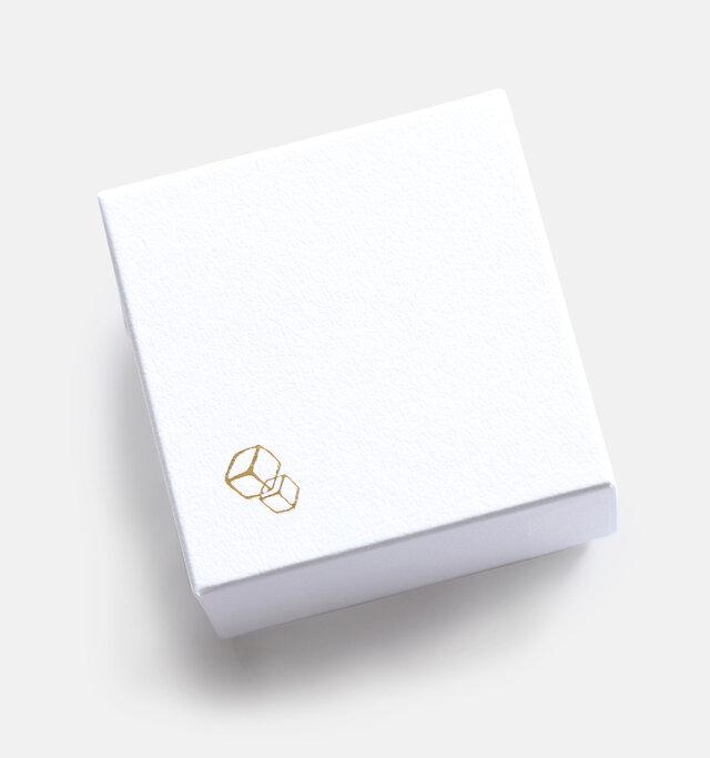 ブランドマークの箔押しを施した、オリジナルボックス入り。プレゼントにも最適です♪