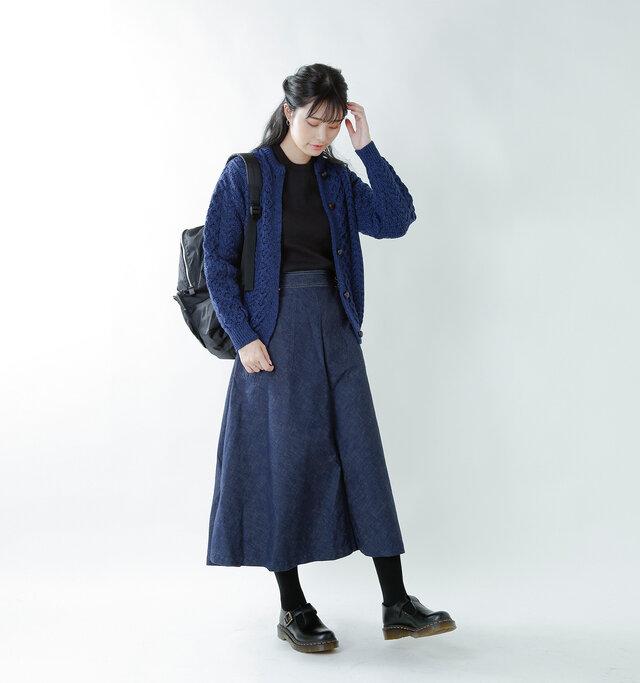 model kanae:167cm / 48kg color : black smooth / size : 5   マニッシュからガーリーMIXまで、幅広いスタイルに馴染むアイテムです。