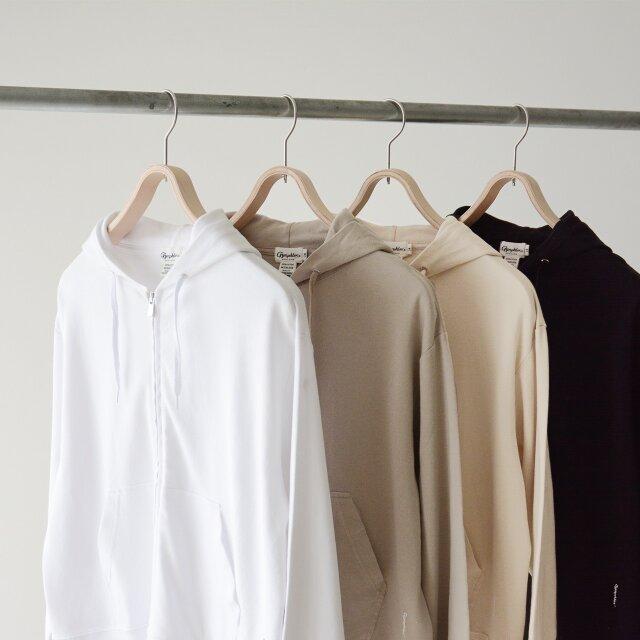 どれもスタイリングに合わせやすい「white」「greige」「oyster」「black」の4色をご用意しています。