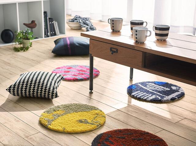 ローテーブルの場合には、そのまま床に置いて座布団としても使えます。