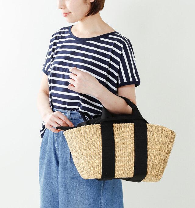 ひとつひとつ手作りのバッグは、サイズも表情も少しずつ違う。でもそれが、MUUNの魅力。 温かみのあるコロンとした形と女性ならではの使い勝手の良さが手に取るとわかります。