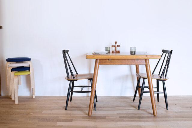 モダンテイストはもちろん、日本家屋にもよく合うブラックは、お使いになる場所を選びません。