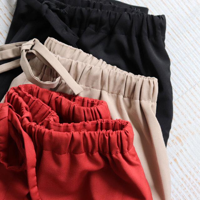 毛足の短いサマーウールを使用することにより、上質感も漂う仕上がりに。 清涼感溢れる比較的薄めの生地感です。