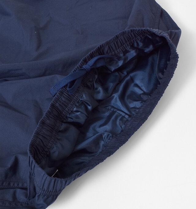 ウエストは、ゴムの仕様でリラクシンな履き心地です。 ウエストの内側には、サイズを調節できるヒモが付いています。