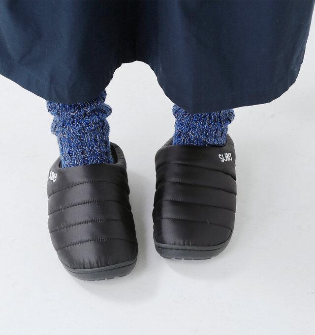 履き口の、ブランド刺繍が良いアクセントになっていますね。