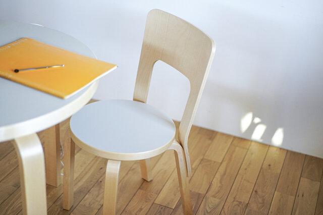 Artek|【キナリノ限定・期間限定キャンペーン】90Bテーブル&66チェアセット(halutaオリジナルカラー)