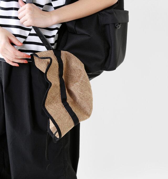 バッグに入れる程でもない、ちょっとだけかぶらない時に便利。もちろん、ドローコードをバッグに引っ掛けることもできます◎
