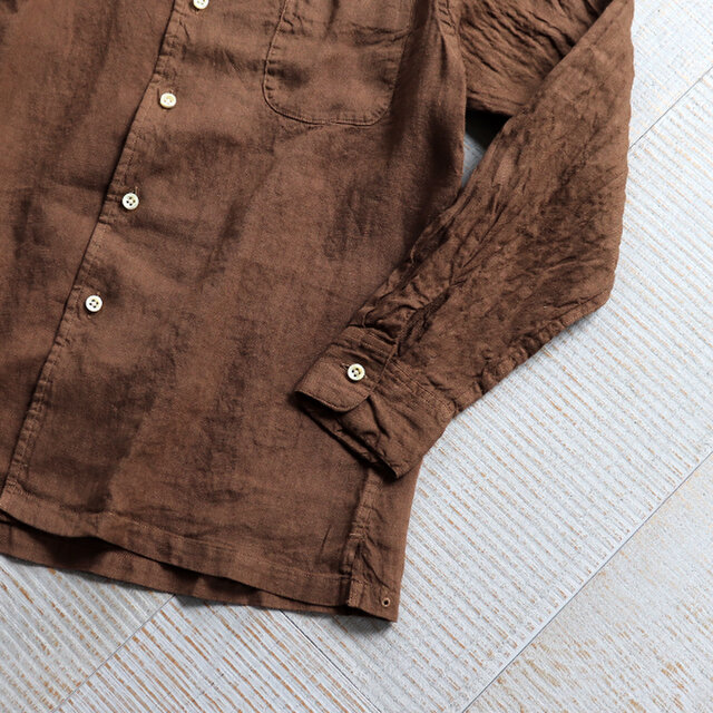 リネンオックス生地を製品染めした、maillot オリジナルのファブリックを使用。 洗いのかかった麻素材はふんわりとやわらかな風合いで、肌触りの良い一枚に仕上がっています。