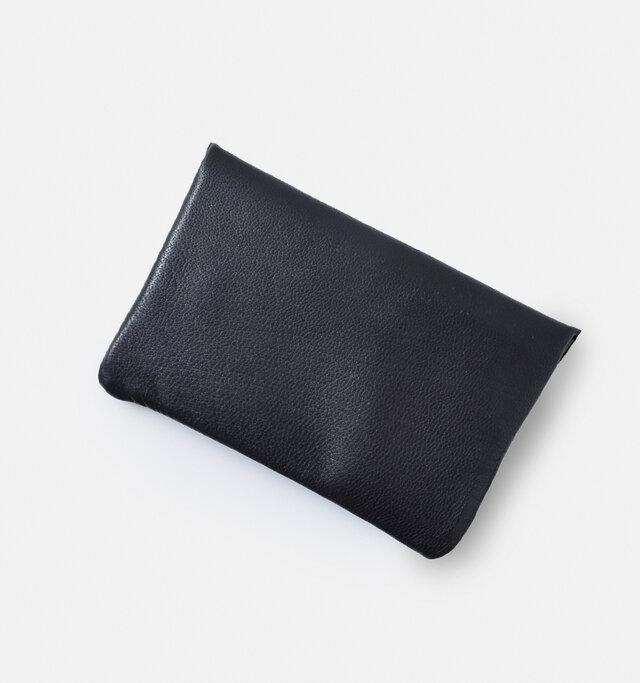 後ろはシンプルなデザインで革の質感を存分に楽しめます。