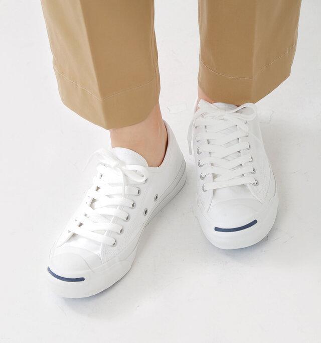 """14年連続でバドミントンのワールドチャンピオンシップを獲得した、バドミントン兼テニスプレイヤーの""""ジャック・パーセル""""が開発に参加したシューズ。 競技用としてプロに人気を博したのはもちろん、そのデザイン性から、ハリウッドスターやロックスタ一の愛用靴としても有名。今ではオールスターに並ぶ不朽の定番となっています。"""