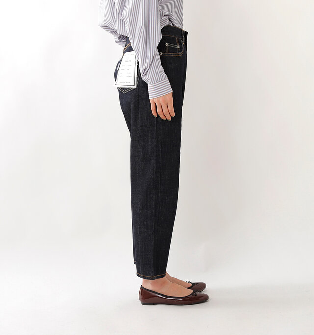 両サイドには、便利なポケット付き。