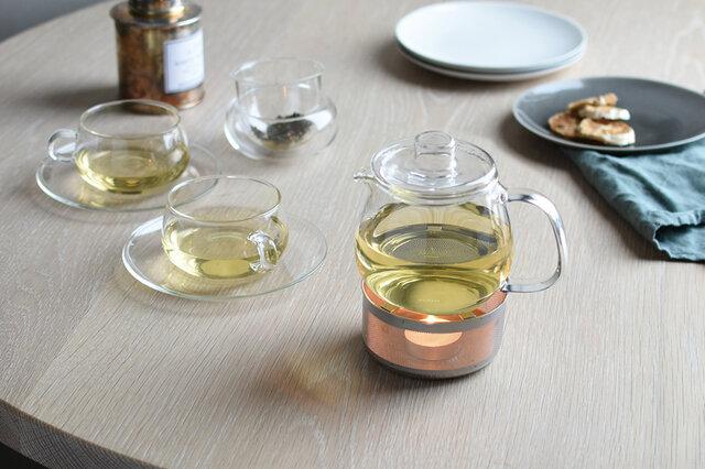 ゆらめくキャンドルの炎がリラックスムードを高めてくれます。小さな光を眺めながら、温かいお茶をゆっくり愉しむ、贅沢なひとときを心ゆくまでお楽しみ下さい。