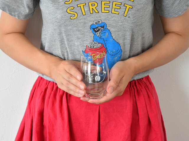 美しい曲線が特長的なこちらのグラス。手に優しくフィットして持ちやすく、薄く作られているので飲み心地いいですよ。