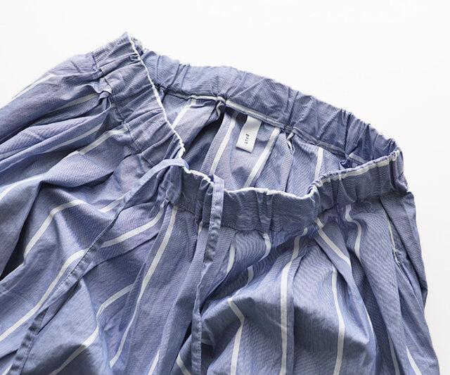 素材はコットン100%で、ややハリ感のある薄手の生地。洗いざらしの自然な風合いに仕上がっています。 ウエストはイージータイプで紐で絞ってお使いいただけます。