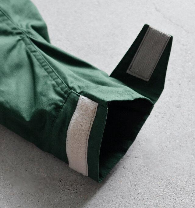 袖口はベルクロカフスで冷たい風をシャットアウト。中には暖かいボアが付いていますが、着る時に邪魔にならないように袖にはあえて付けていません。そのため着膨れしにくく、スッキリとしたシルエットをキープします。