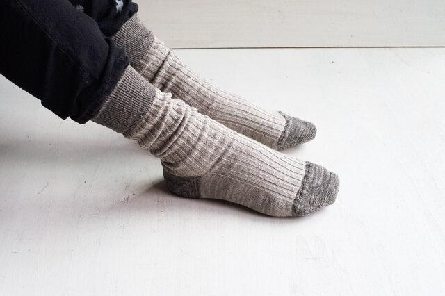 薄手のソックスなのに、しっかりした生地感。リネンならではの吸湿性の良さと、フィット感のある快適な履き心地を手に取りやすい価格で実現しました。