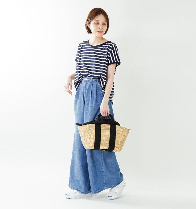 model yama:167cm / 49kg color : natural×black / size : one   シンプルながらもエレガントさを感じる洗練されたデザインは、これからの季節のコーディネートに馴染んでくれます。