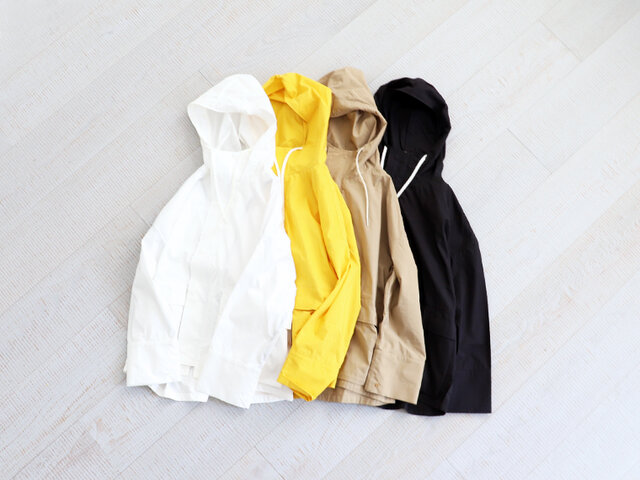 コットンナイロンの薄手でハリ感のある生地を使用した一着です。 左より、ホワイト、イエロー、ベージュ、ブラックの4種類。 サイズは0、2、3の3展開で、シンプルなデザインなので男性の方にも着用いただけます。