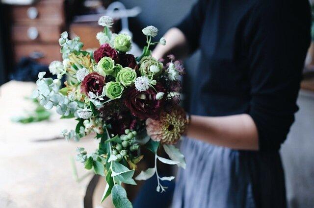 花の組み合わせは、色味や質感をバランス良く。