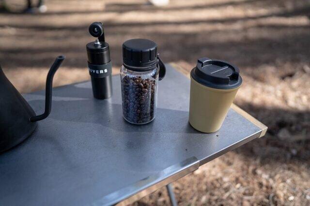 フードコンテナとしてコーヒー豆を入れたり、登山の行動食を入れたり。