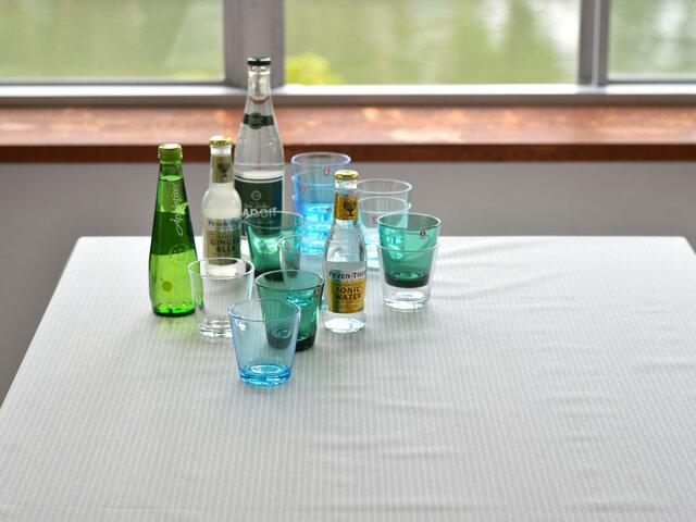 飲み物をこぼしても染み込まず、サッと拭くことができるのでテーブルクロスにぴったりです。