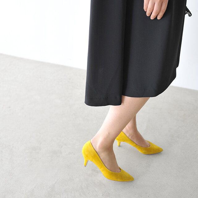 歩くたびに落ち感と美しい光沢を表現し、伸縮性がある美しいドレープを生み出します。