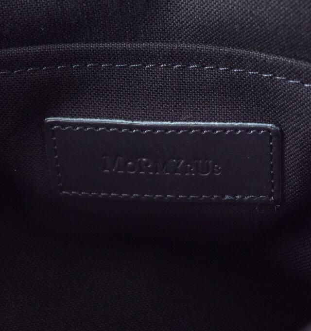 インナーポケットにはさりげなくモルミルスのロゴが配されています。