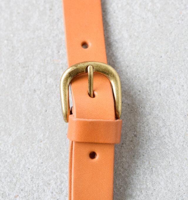 ショルダーバッグとしても使える付属ベルトは8段階で調節が可能です。