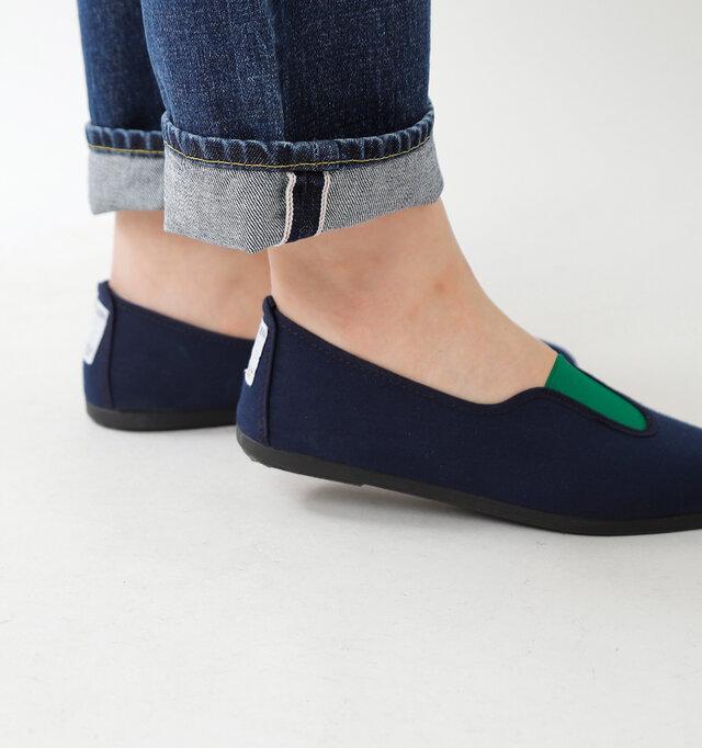 フィット感があり、シンプルでさっと履きやすいスリッポンは、気軽なデイリー使いにぴったりのシューズです。