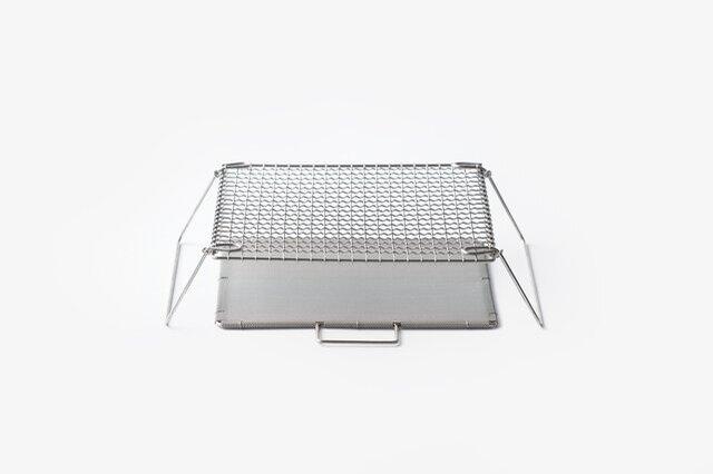 ステンレス製、22.5cmの正方形、高さ7cm