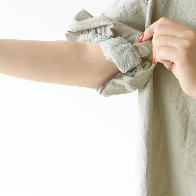 袖裏にチュールを施すことで、より立体的でふんわりとしたシルエットに。