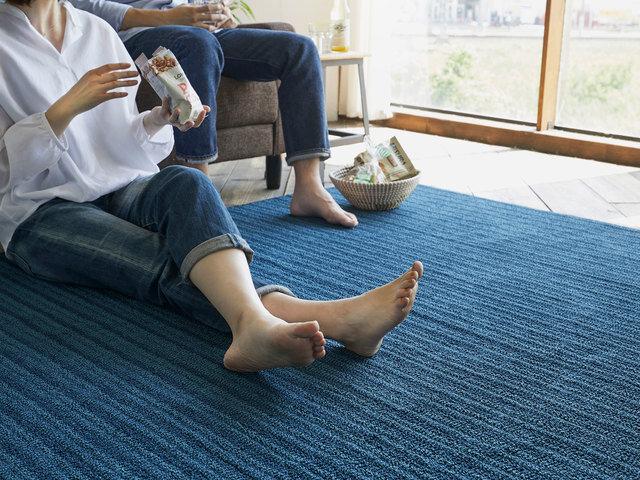 ホットカーペットや床暖房の上にでもご使用頂けるよう、耐熱加工を施しておりますのでオールシーズンお使い頂けます。