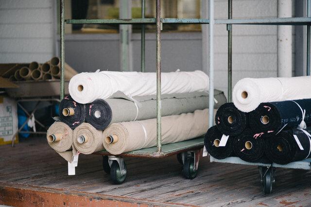 こうして織りあがったこだわりの生地が縫製所へ運ばれます。