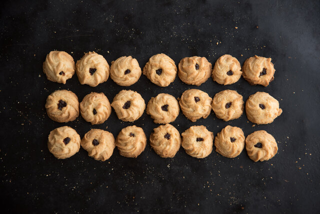 普通なのにとびっきりに上等で、とびっきりに美味しい。そんなクッキーを目指したクッキーです。懐かしさもあるミルキーな味。わざわざの中で一番甘みを感じるお菓子。こちらもパンを焼いた後の石窯の余熱で焼き上げました。