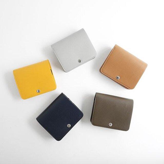 ブランドの特徴のひとつでもある豊富なカラーバリエーション。ベーシックカラーや、ニュアンスカラーからお好みのカラーをお選びください。