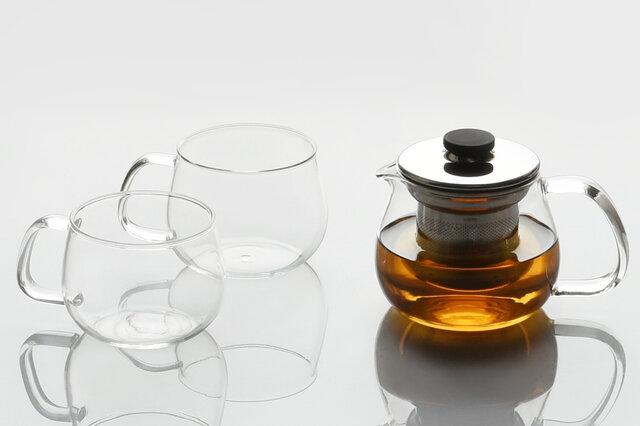 本体の部分は耐熱ガラス製で、温度差120℃まで耐えられます。電子レンジや食洗機の使用も可能で、繊細なガラスのイメージを覆すおおらかな使い心地です。