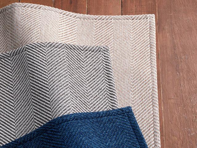 落ち着きのある味わい深い「Blue」、ベーシックで合わせやすい「Gray」、これからの季節に爽やかな印象の「Beige」の3色をご用意。