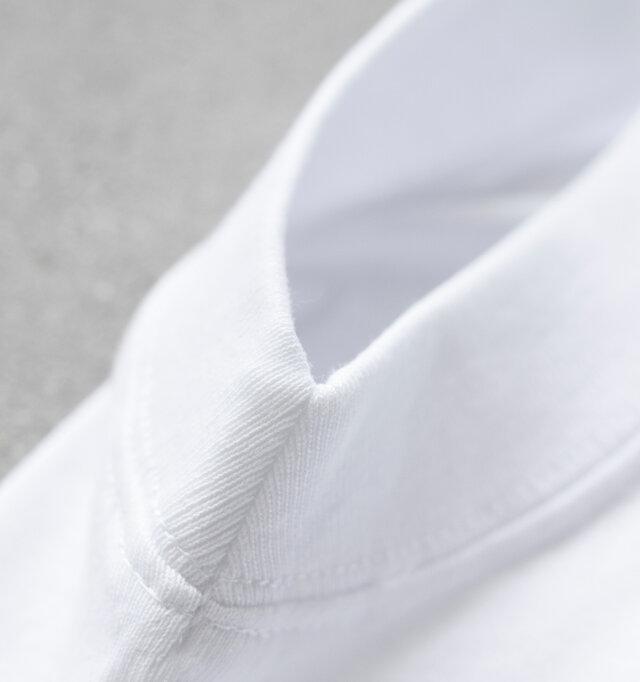 空紡糸14/-を限界まで詰めて編んだ丈夫な素材で、カットソーとしてはかなり肉厚な仕上がり。 長年着用いただけるタフな素材で、着込んでいくほどに味わいを増していきます。
