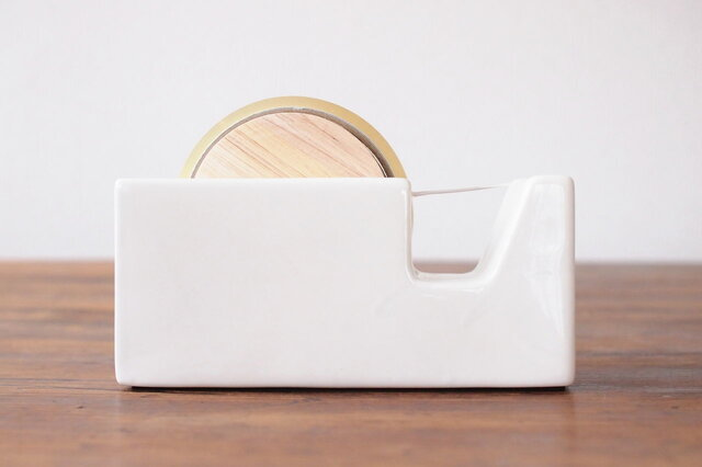 存在感のある大巻テープサイズ。あえて見える場所に置きたくなるデザインです。