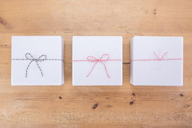 左から、蝶結び 白黒 / 蝶結び 紅白 / 結び切り