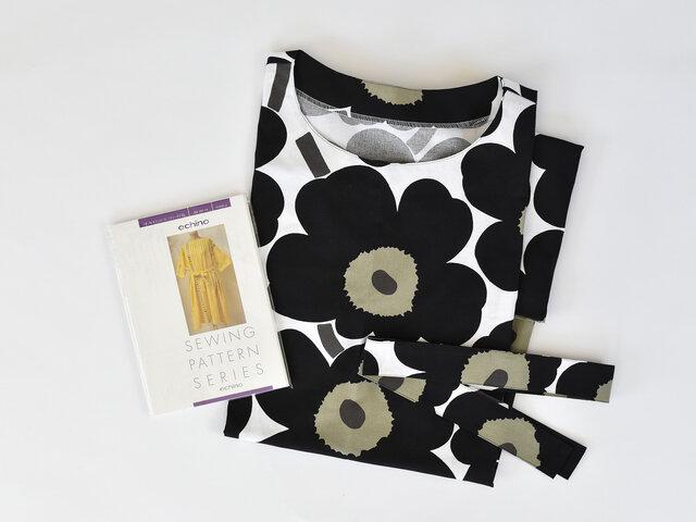 ちょっとしたスキマ時間に洋服作り♪PIENI UNIKKO:ブラックの生地で製作しました。出来上がった時の感動で、愛着が湧いて長く大切に使いたくなりますね。
