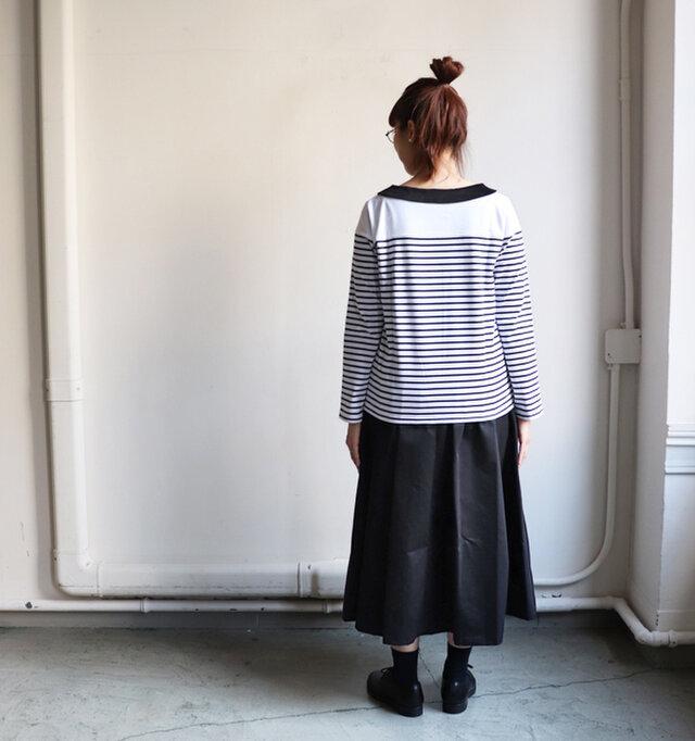 すっきりめのシルエットで、パンツにも、スカートにも合わせやすい◎ 使い勝手の良いアイテムに仕上がっています。