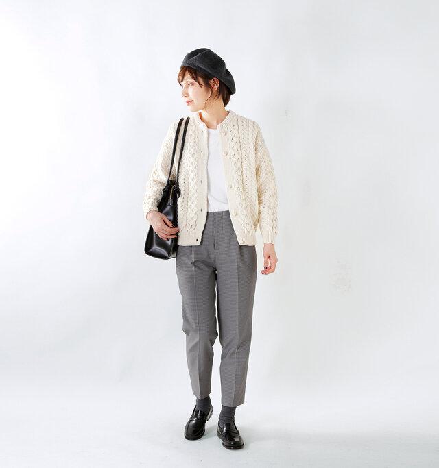 model yama:167cm / 49kg color : off white / size : F
