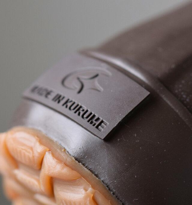 ヒールラベルに刻まれた「MADE IN KURUME」のタグが品質の高さを物語っています。