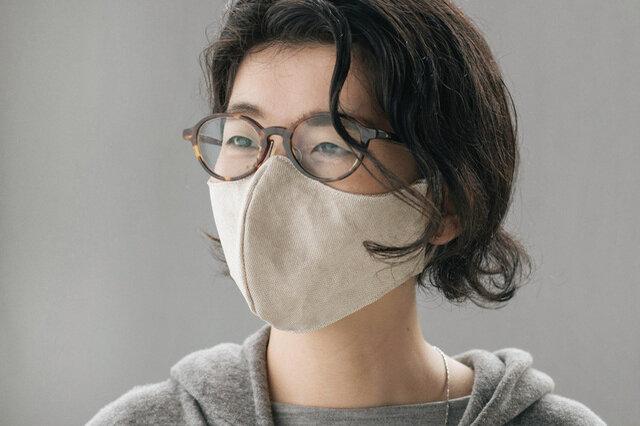 マスクの形状により空間ができるため、口紅がつきにくいです。