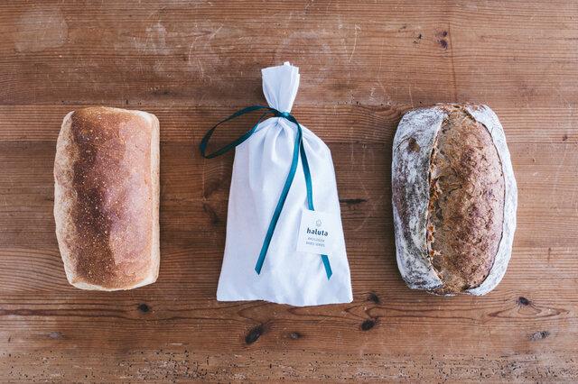 シュトレンと定番の食事パンセット:左から、フランスクブロ、シュトレン、ブロ ※ブロは、写真より若干小さめのサイズでのお届けとなります。