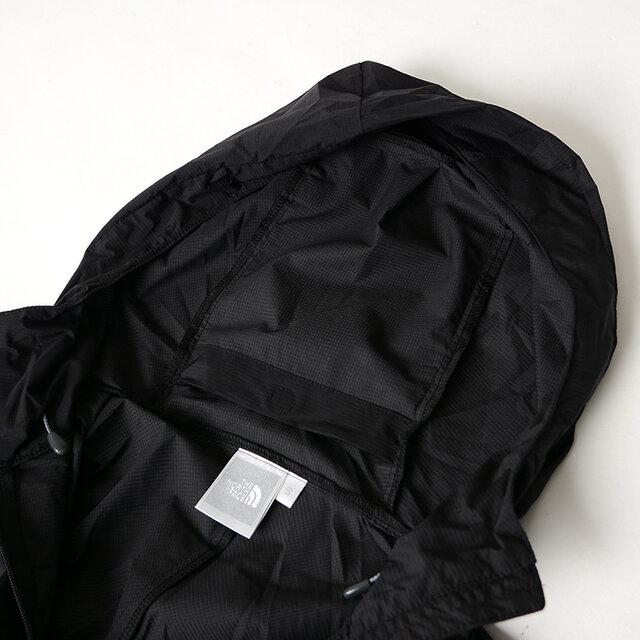 フード裏にはポケットがデザインされ、本体を収納できる便利なバッカブル仕様に。