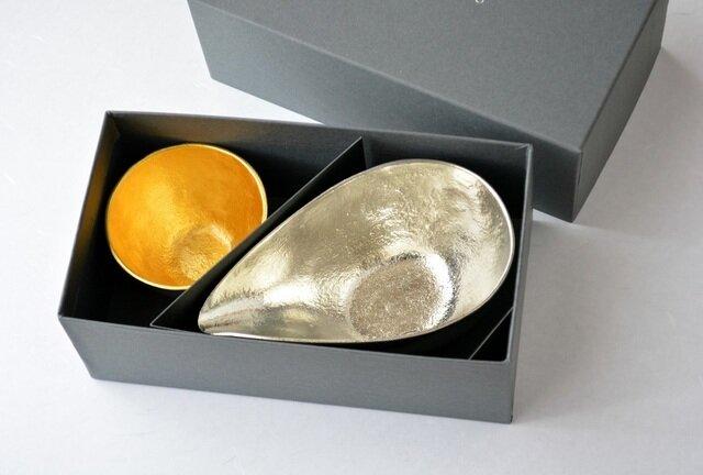 「ぐい呑み (金) × 片口 (小) × セット用化粧箱」 ※ぐい呑みは「金」「銀」、片口は「大」「小」、どちらの組み合わせも可能です。