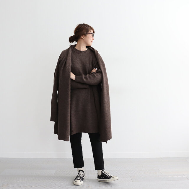 ブラウン 着用、モデル身長:162cm * 同シリーズのローブカーディガンを羽織っています。