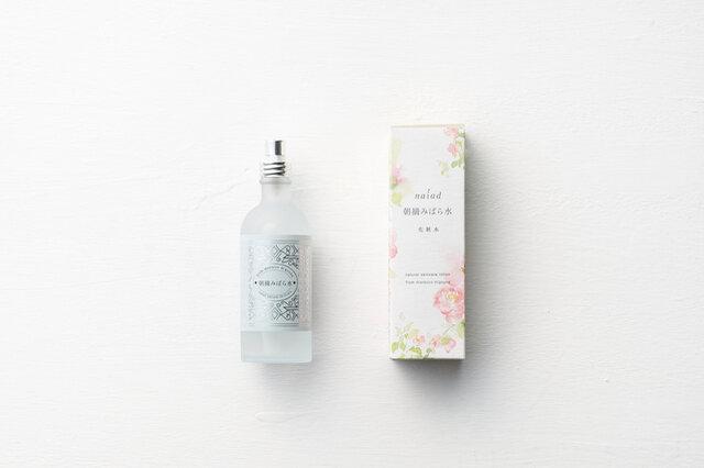かわいい箱から、かわいい瓶が出てきます。